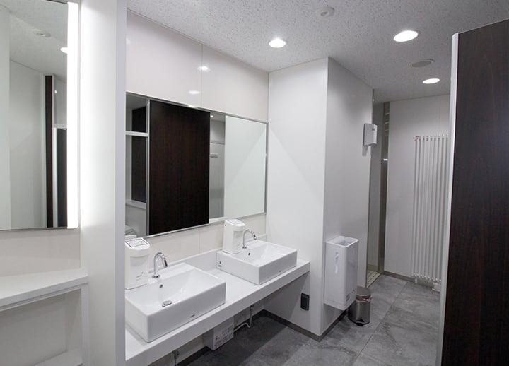 Ostomate-adaptive restroom